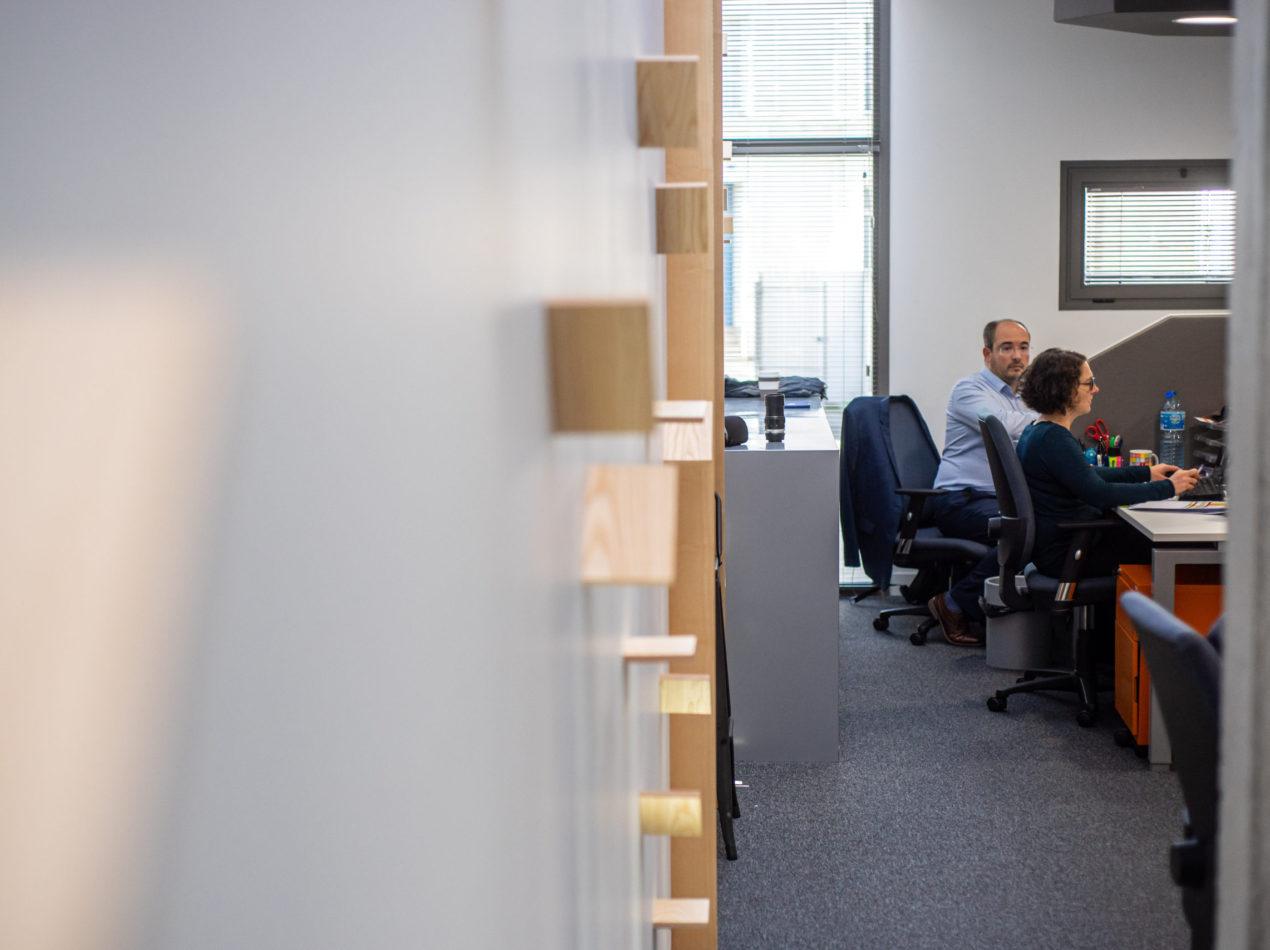 Conseillers en financement de l'innovation dans leurs bureaux Absiskey